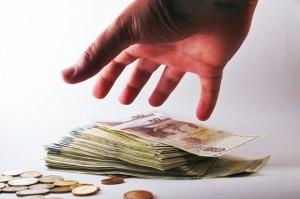 Жена плати над 500 лева такси и разходи, заради задължение от 20 лева