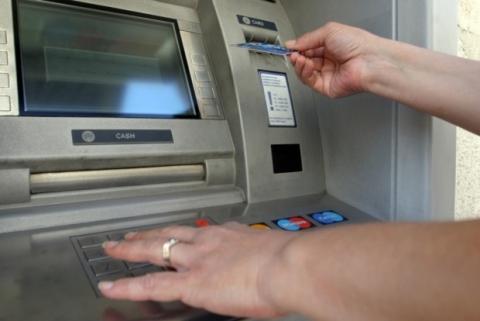"""Банковите такси """"изяждат"""" депозитите ни"""