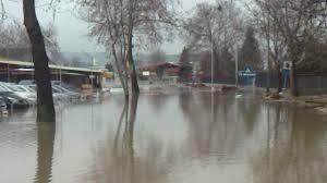 Внезапни наводнения заплашват 17 области на страната