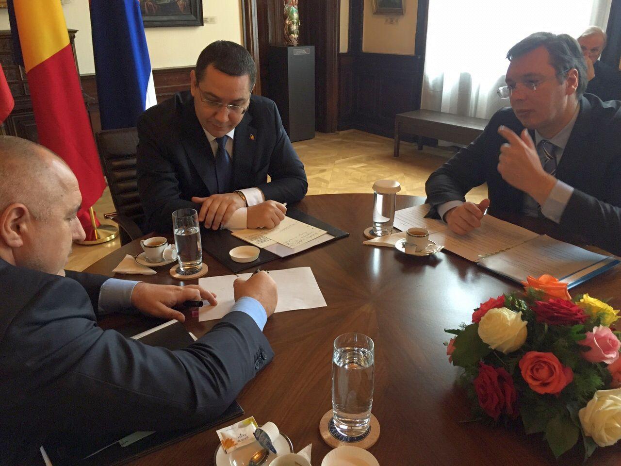 Кадър от разговорите на премиерите на България, Румъния и Сърбия по време на днешната им среща. Снимка: Министерски съвет